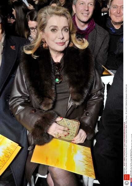 Catherine Deneuve, fidèle à Jean Paul Gaultier depuis des années