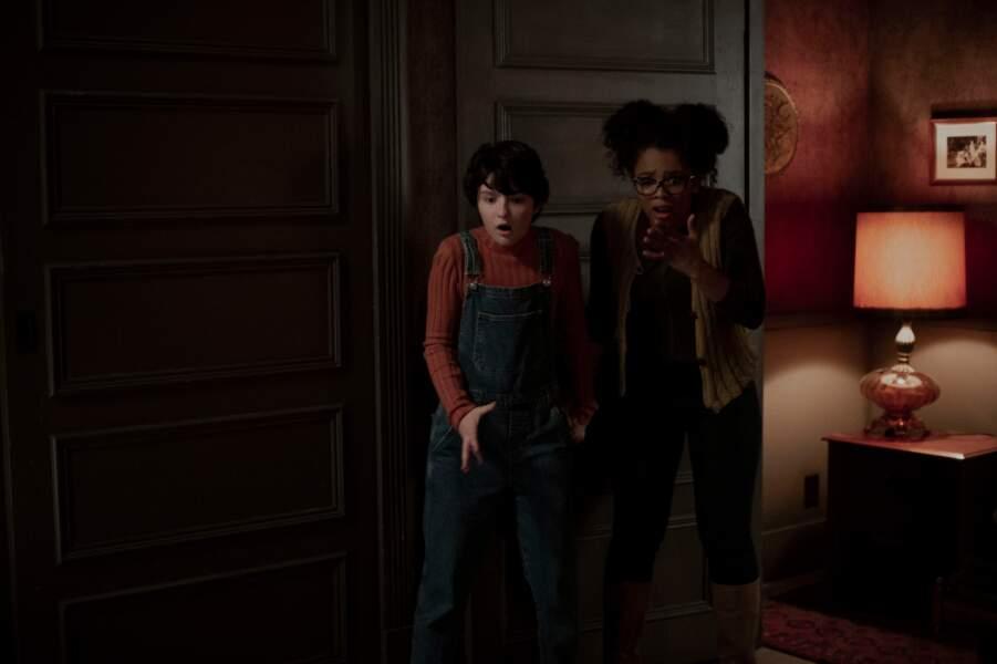La nouvelle Sabrina a aussi ses copines Rosalind (Jaz Sinclair) et Susie (Lachlan Watson)