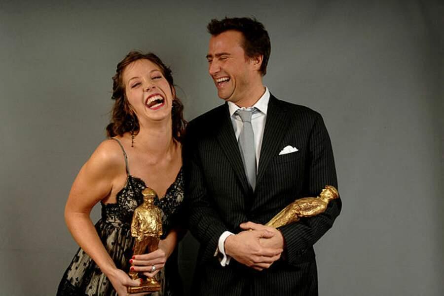 Alexandre Brasseur et Sara Giraudeau avec les prix de meilleur acteur et actrice à la cérémonie Raimu en 2007