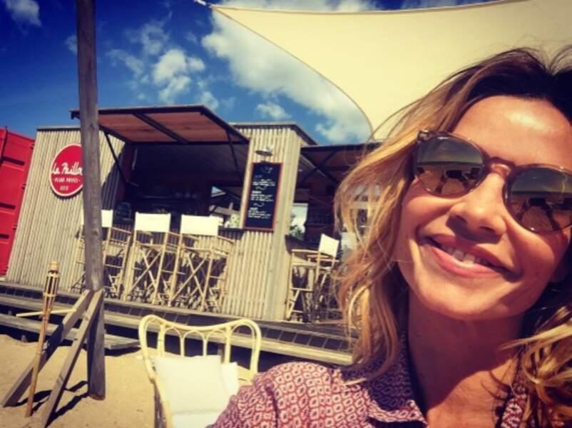 Ingrid Chauvin est tout sourire à Sète, où elle est en tournage pour TF1.