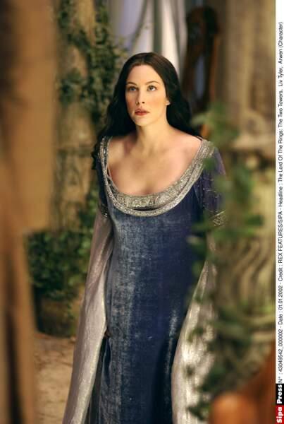 Liv Tyler campait la belle Arwen, la fille d'Elrond le semi-Elfe