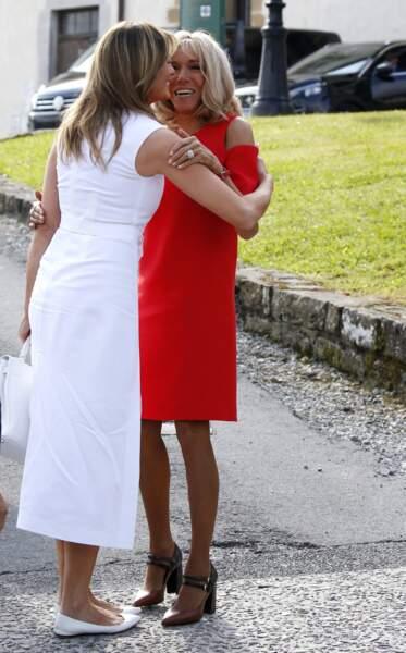 La première dame a embrassé son homologue américaine Melania Trump