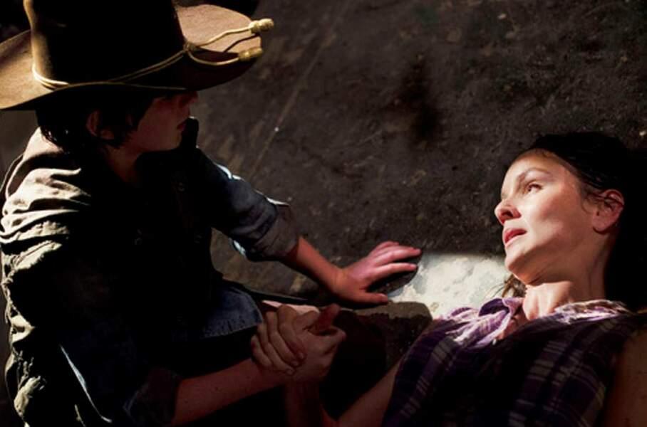 The Walking Dead : Lori Grimes meurt lors de son accouchement (saison 3), achevée d'une balle en pleine tête