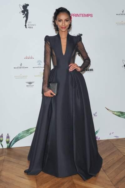 Flora Coquerel, toujours aussi resplendissante sur le photocall du gala des Bonnes Fées !