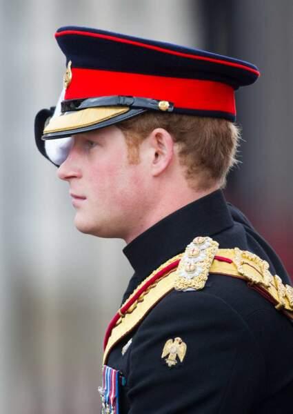Entre William et Harry, difficile de savoir qui porte le mieux l'uniforme... Notre coeur balance !