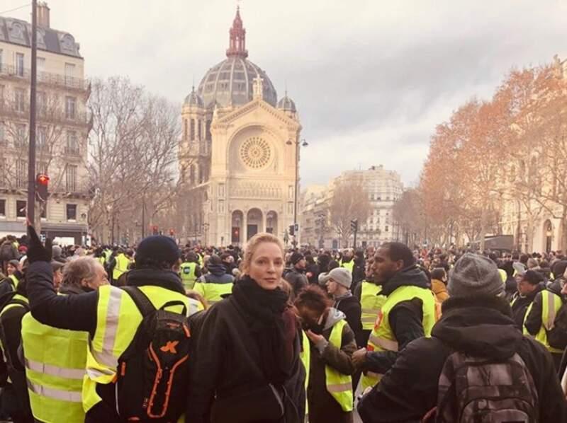 Uma Thurman a croisé les Gilets Jaunes à Paris ce week-end.