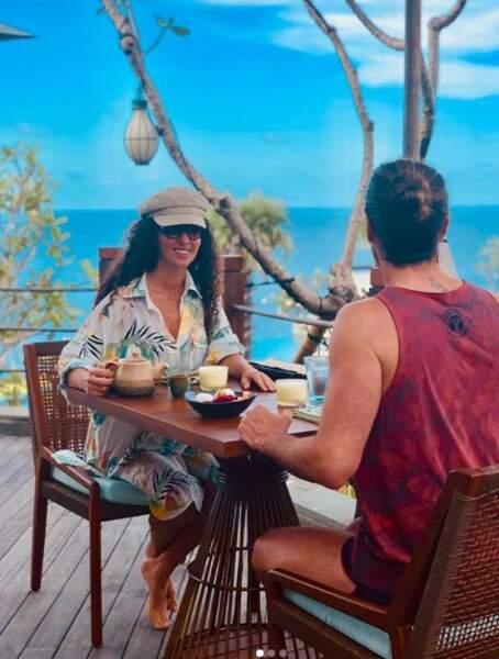 ou encore leurs déjeuners en amoureux face à la mer...