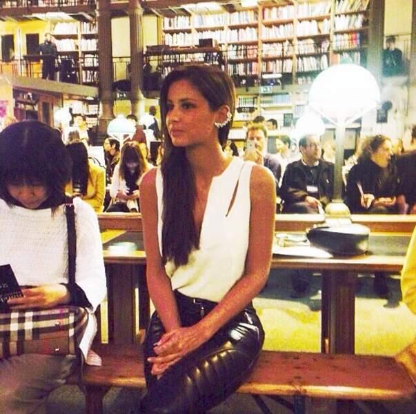 Pendant ce temps, Malika Ménard joue les modeuses pendant la Fashion Week