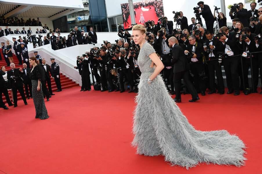 Naomi Watts lors de la cérémonie d'ouverture du Festival de Cannes 2015