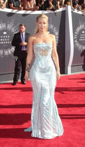 Une robe un peu too much pour la chanteuse Iggy Azalea.
