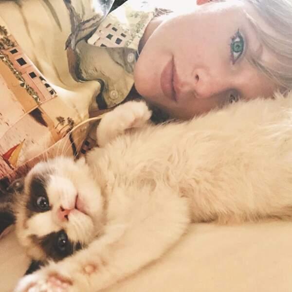 Et Taylor Swift semble avoir adopté le mini-sosie de Grumpy Cat ! JALOUSIE.