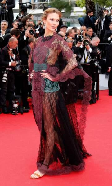 Un peu sophistiquée la robe de la mannequin Karlie Kloss, non ?