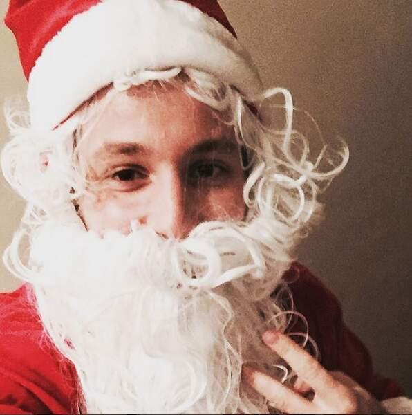 Qui se cache derrière ce père Noël ? Vianney.