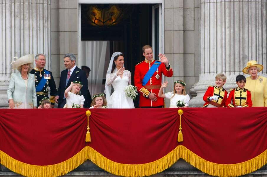 Le prince William et Kate, la duchesse de Cambridge, saluent tout un peuple en liesse