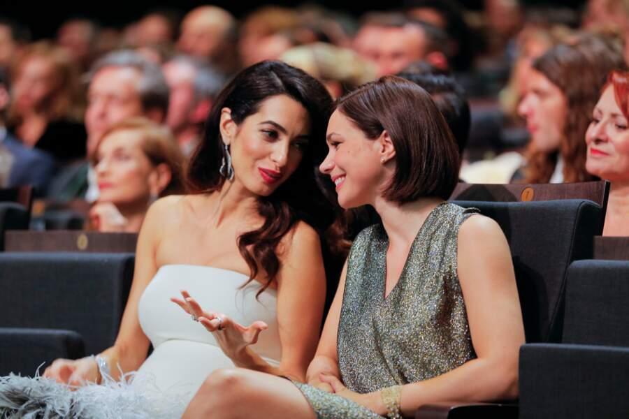 Amal Clooney et Nathalie Péchalat se sont bien marrées
