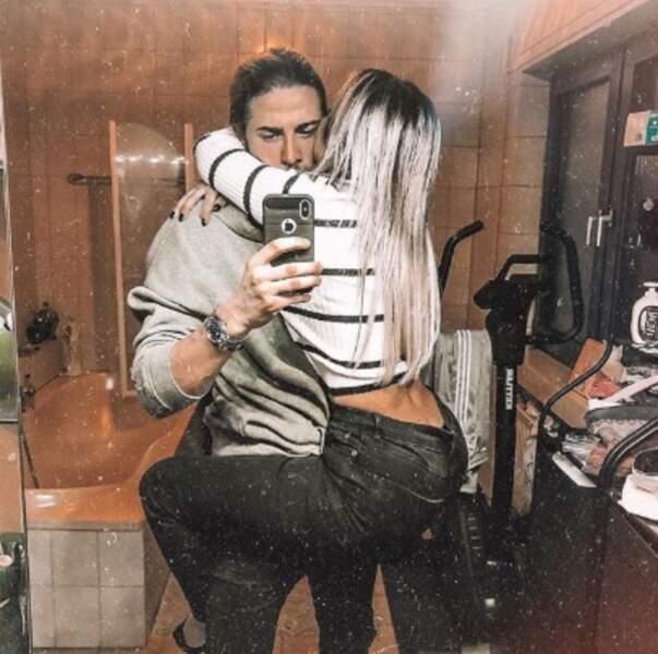 Leurs confrères Dylan Thiry et Fidji Ruiz ont officialisé leur couple avec ce selfie collé-serré.