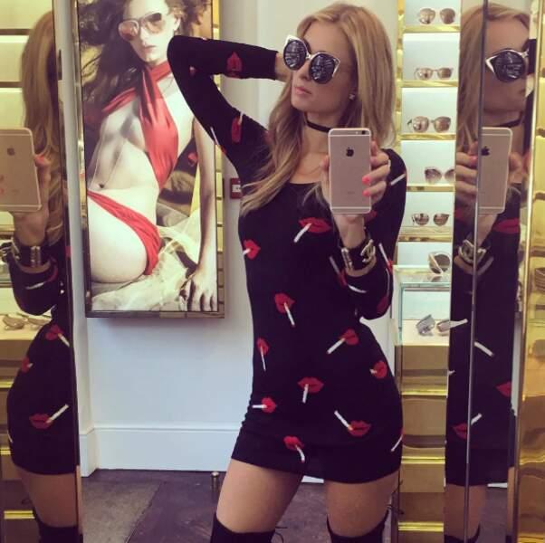 La robe 100% fumette de Paris Hilton...