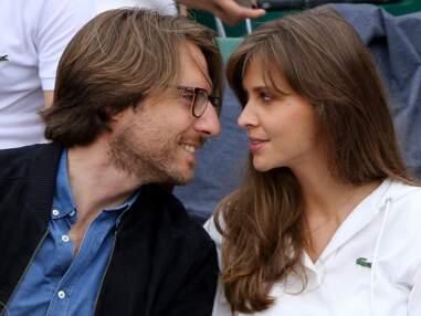 Ophélie Meunier en mode bisous avec son mari, Inna Modja et Laurie Cholewa amoureuses… les people roucoulent à Roland-Garros