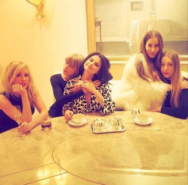 Pendant ce temps, Taylor Swift et Selena Gomez ne cessent de crier leur amitié