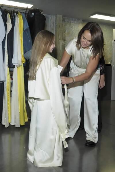Linoué joue momentanément les mannequins pour sa grande sœur
