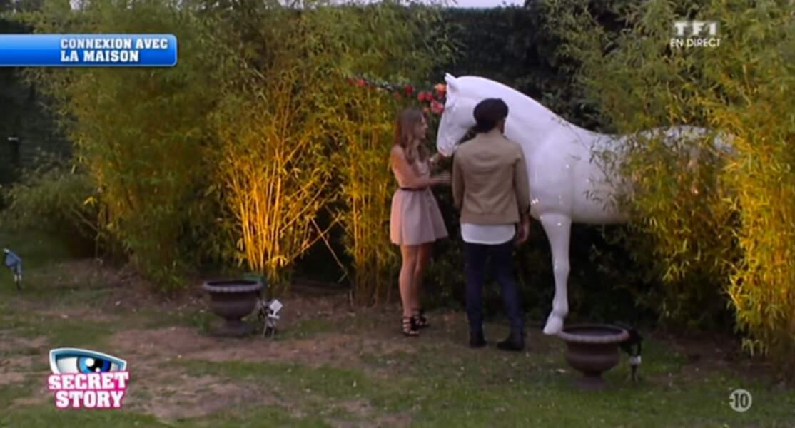 Décidément, Sara aime tous les chevaux (même les faux)