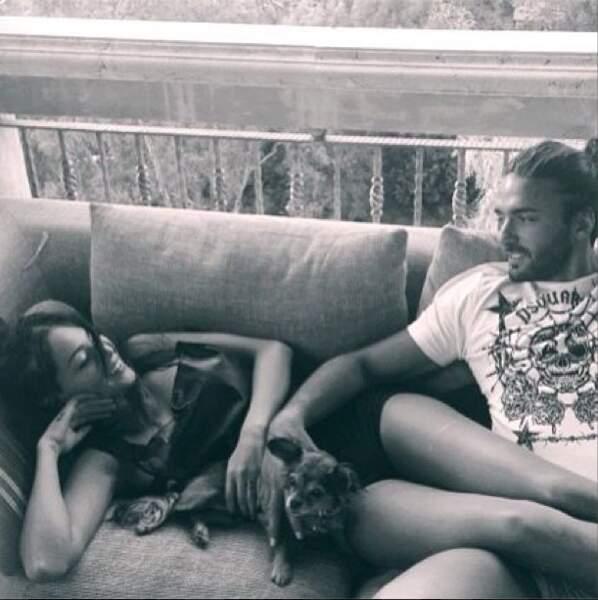 Nabilla et Thomas aiment passer du temps sur leur canapé
