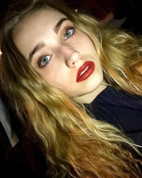 Mais qui est cette jolie blonde ?