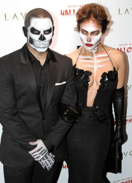 Look squelette également pour Jennifer Lopez et son chéri Casper Smart, méconnaissables !