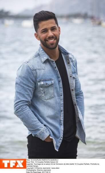 Sergio, coiffeur âgé de 27 ans, est un grand romantique qui compte privilégier l'amour