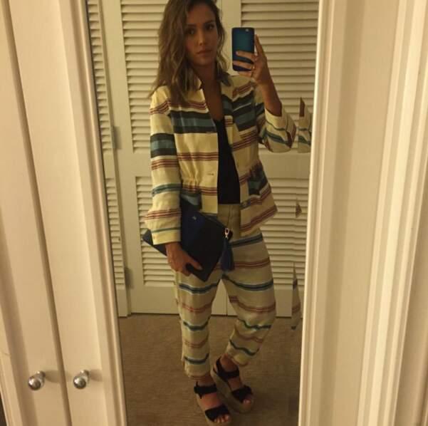 Par contre, quelqu'un doit dire à Jessica Alba qu'elle a oublié d'enlever son pyjama...