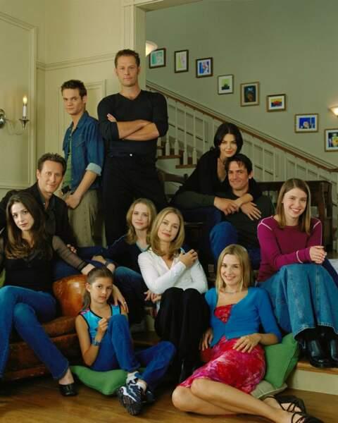 Susanna Thompson (au centre) avec les acteurs de la série Once & Again : Deuxième Chance