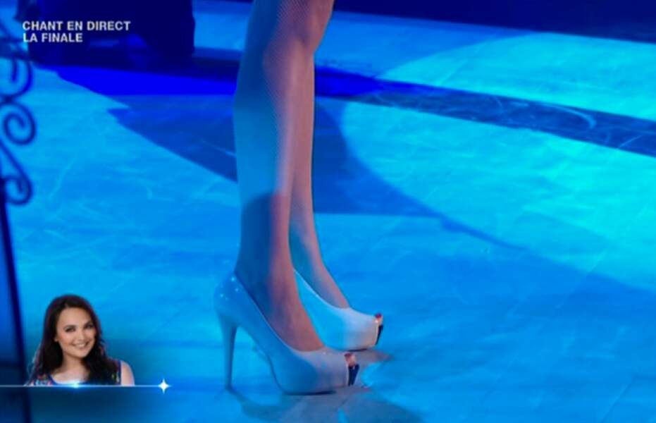 A qui appartiennent ces jambes ? Nicoletta ? Jérôme Anthony ?