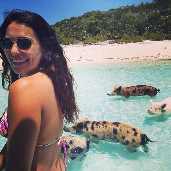 Se baigner avec des cochons sauvages, pas de problème pour Natalie