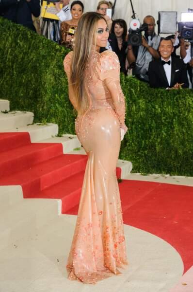 Beyoncé tout en latex!