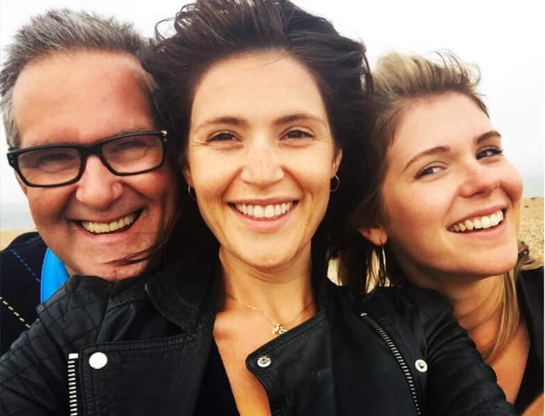 Encore une petite pose avec papa et la sœurette