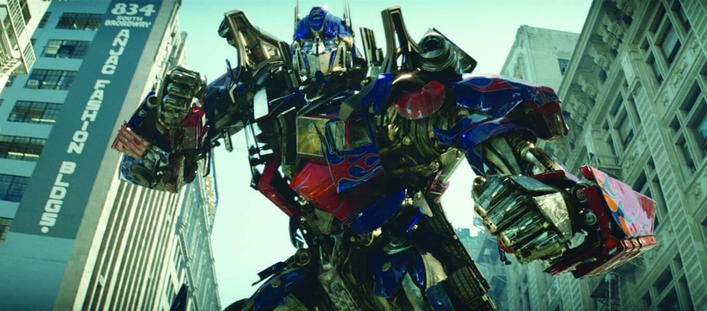 2007. Michael Bay porte sur grand écran la série de dessins animés des années 80, Transformers.