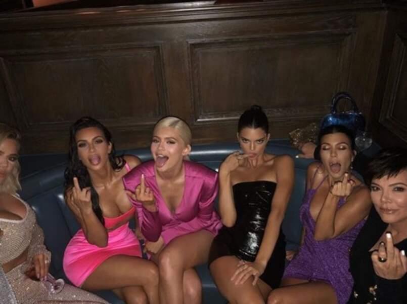 ... tout comme les femmes de la famille Kardashian. Ambiance.