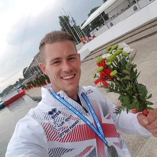 Il a même remporté deux médailles de bronze aux championnats du monde et d'Europe de canoë
