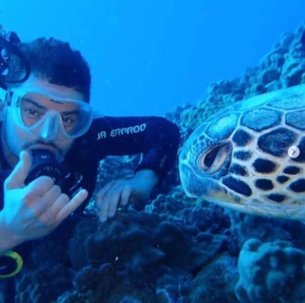 Orlando Bloom s'est fait un nouvel ami à Hawaii.