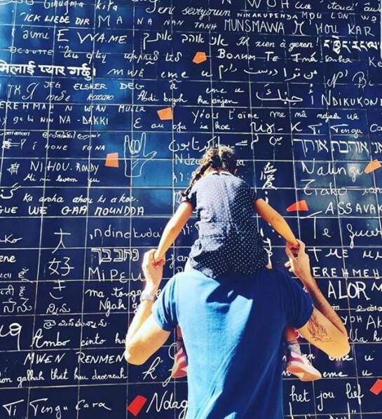 Pour la nouvelle année, l'ex-nageur Camille Lacourt a partagé une photo à Montmartre avec sa fille Jazz !