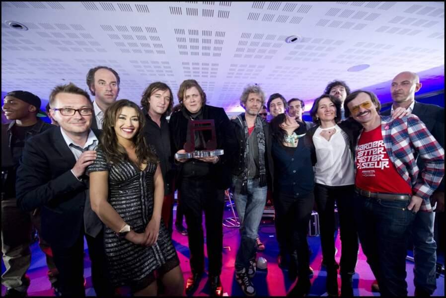 L'ensemble du jury et les animateurs de la soirée, Karima Charni et Philippe Risotto avec le grand vainqueur.