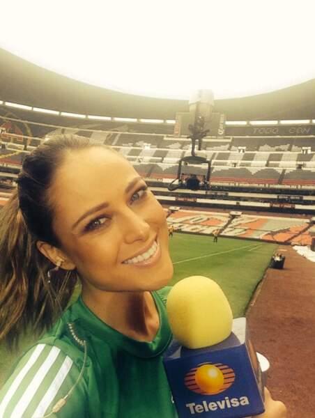 Elle, c'est Vanessa Huppenkothen, journaliste mexicaine envoyée au Brésil...