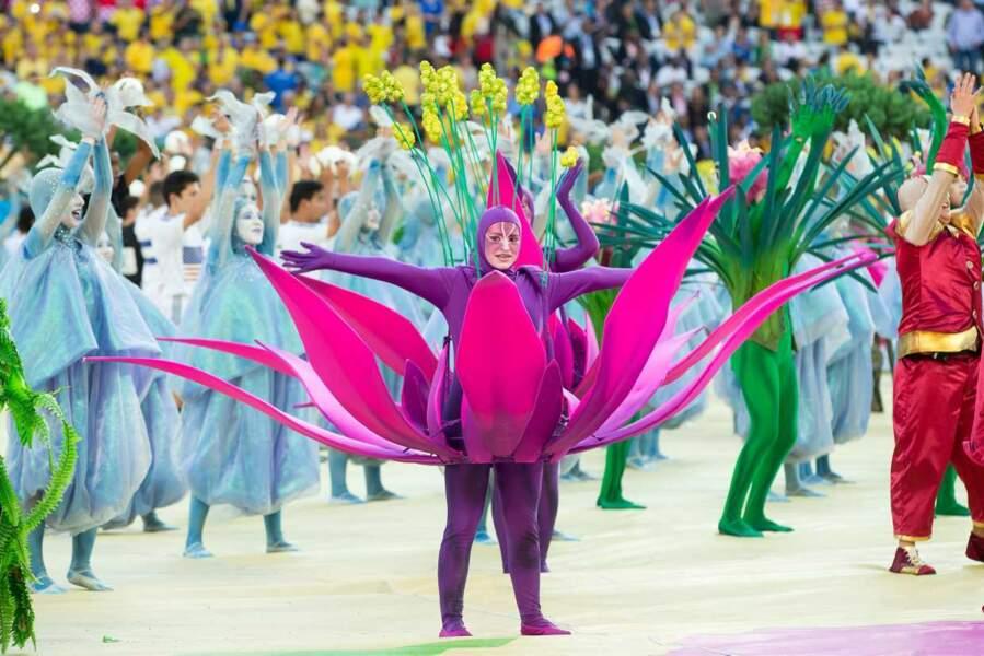 Bienvenue au Brésil ! La cérémonie d'ouverture a proposé son lot de costumes excentriques !