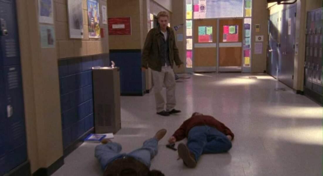 Les frères Scott : Keith, oncle de Lucas et Nathan, est tué lors de la saison 3, dans le lycée de ses neveux