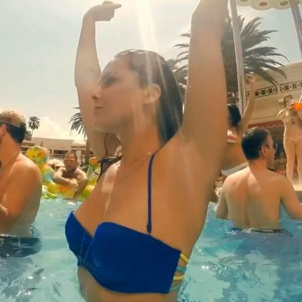 Clara a également pris part à une pool party survoltée !