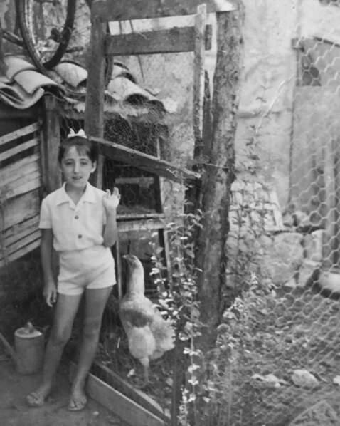 Deux poulettes pour le prix d'une avec cette photo de Rossy De Palma.