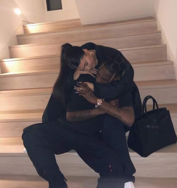 Gros câlin du côté de Kylie Jenner et Travis Scott.