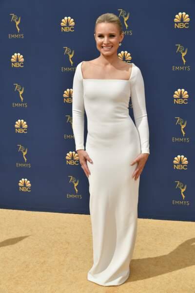 Kristen Bell classe et souriante toute en blanc ! Depuis qu'elle a trouvé The Good Place, c'est un vrai petit ange