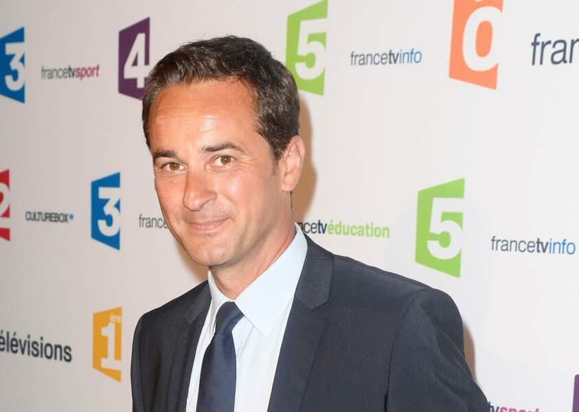 Idem pour le journaliste de France 2 Nathanaël de Rincquesen