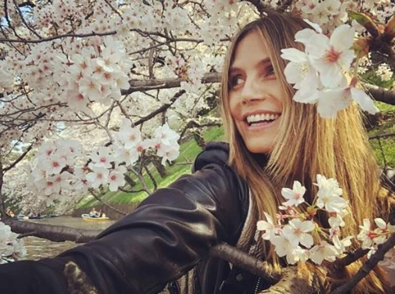 Le meilleur accessoire selon Heidi Klum : les cerisiers en fleurs du Japon.